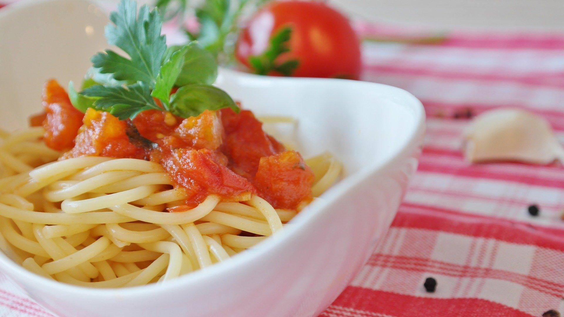 Das perfekte Grundrezept: So machen Sie Ihre Tomatensoße selber