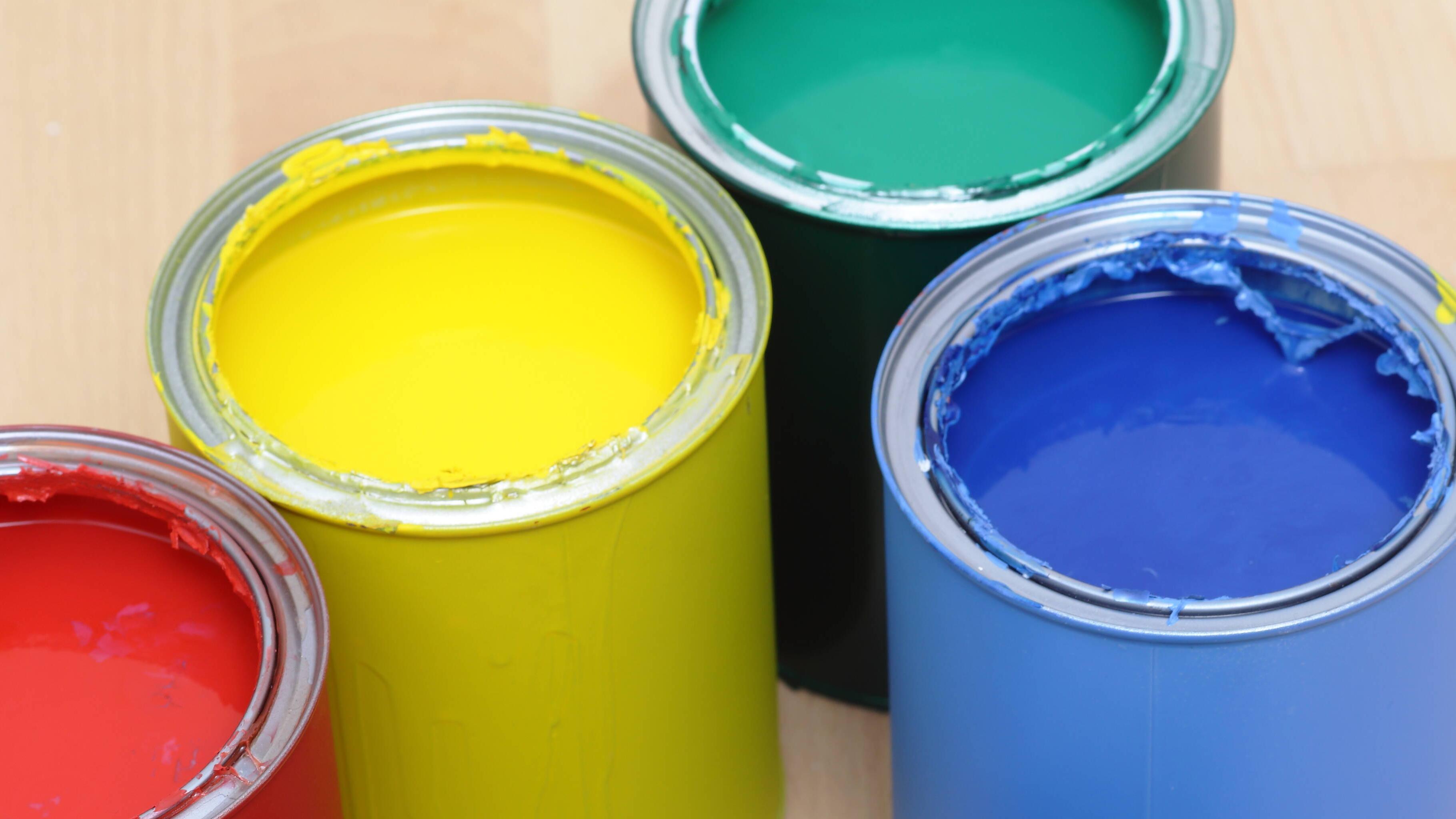 Mit Kaltporzellan lassen sich schöne Ideen verwirklichen. Verwenden Sie Acrylfarben, um ihn zu bemalen.