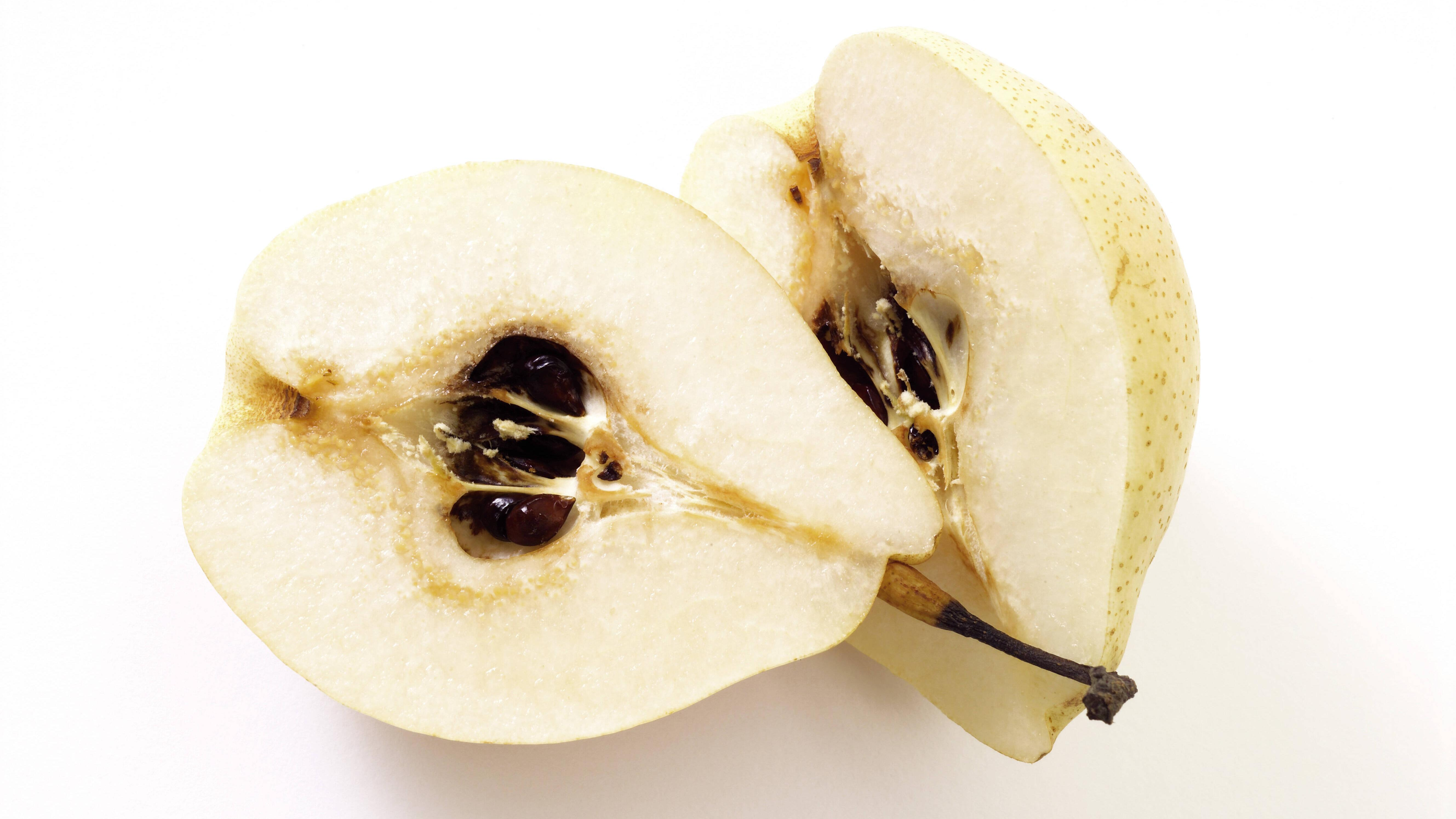 Eine reife Nashi Birne hat die Konsistenz eines Apfels.