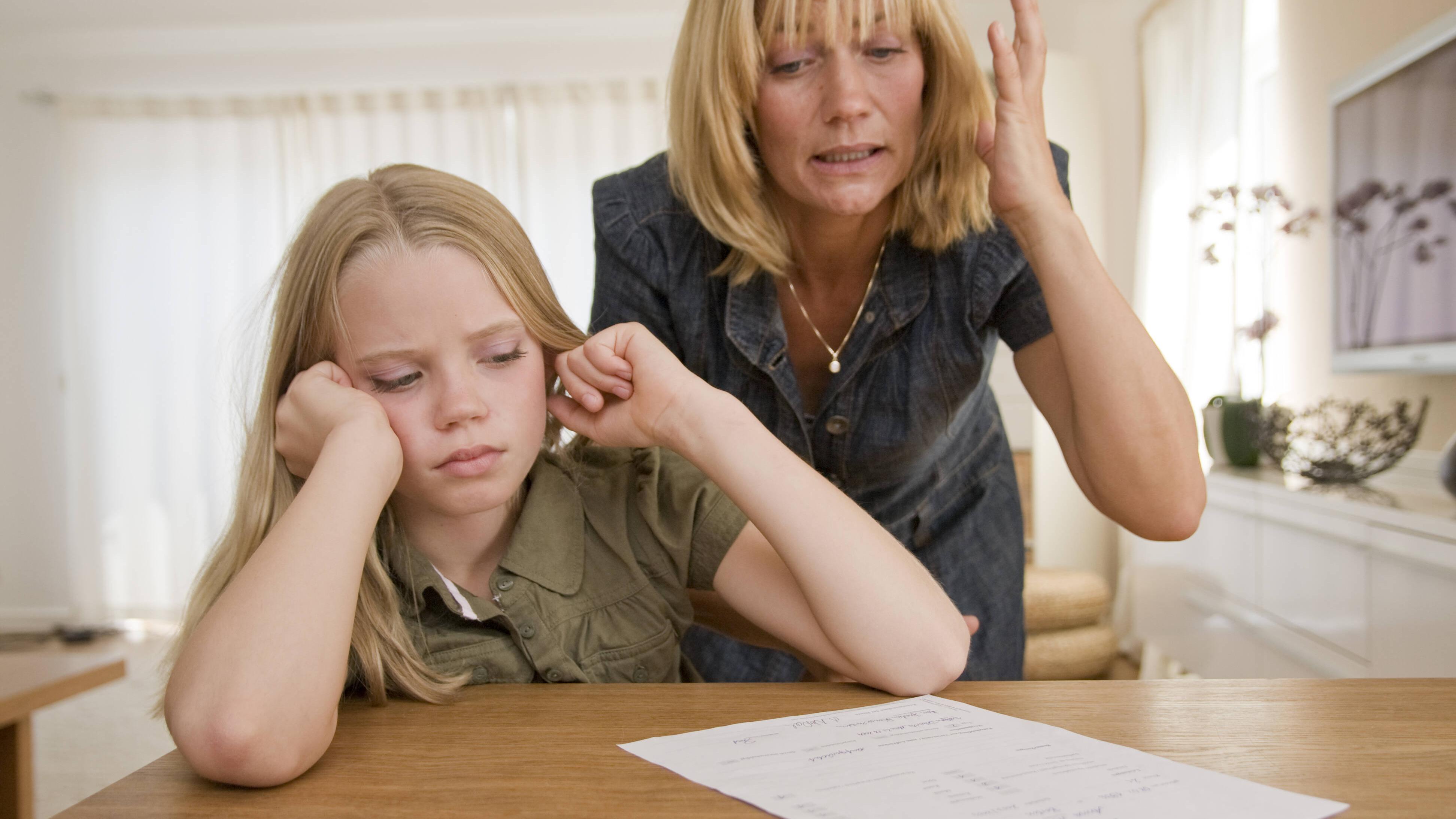 Schlechtes Zeugnis - das können Sie als Eltern tun
