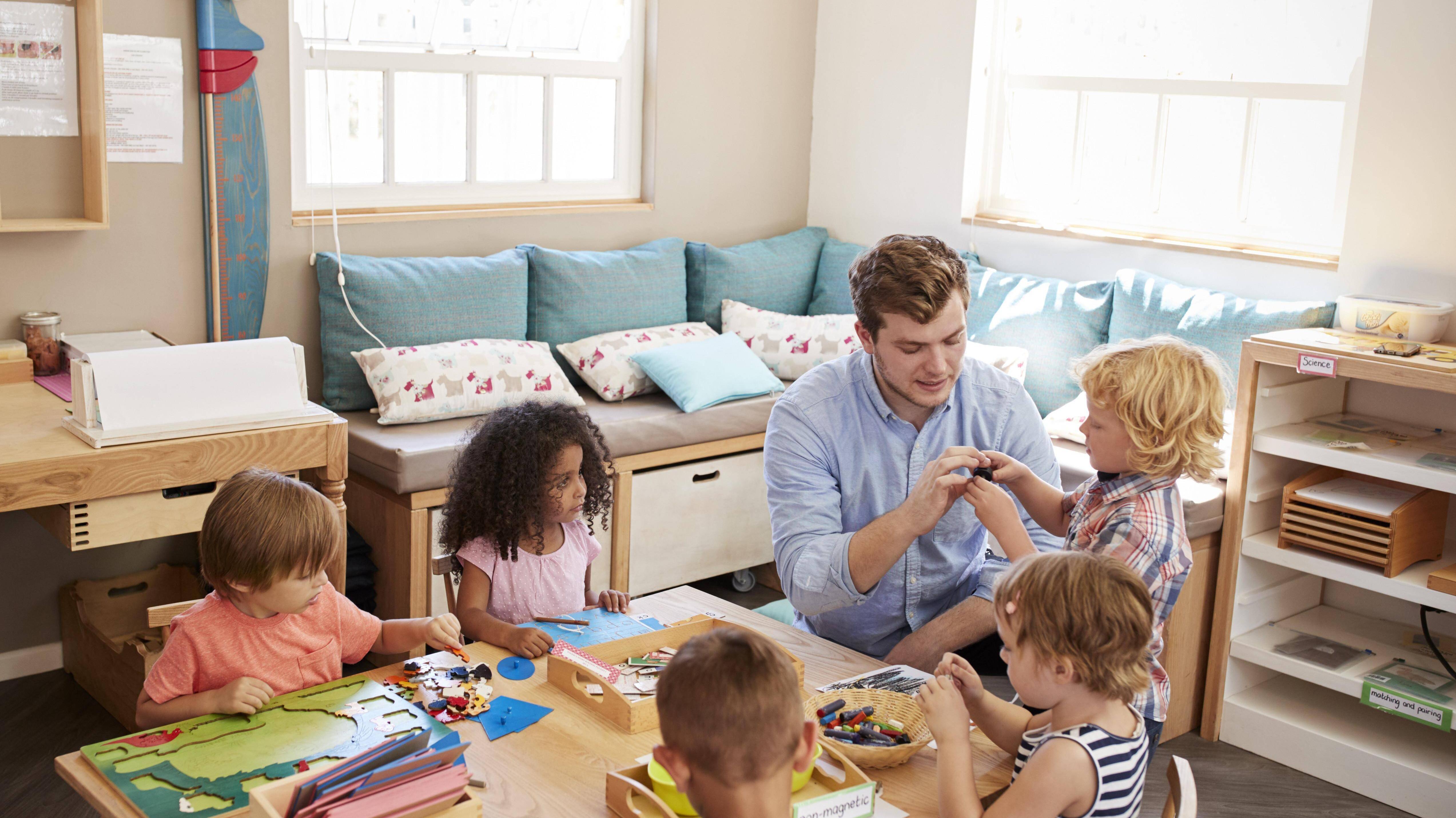 Montessori-Ausbildung: So erwerben Sie das Montessori-Diplom