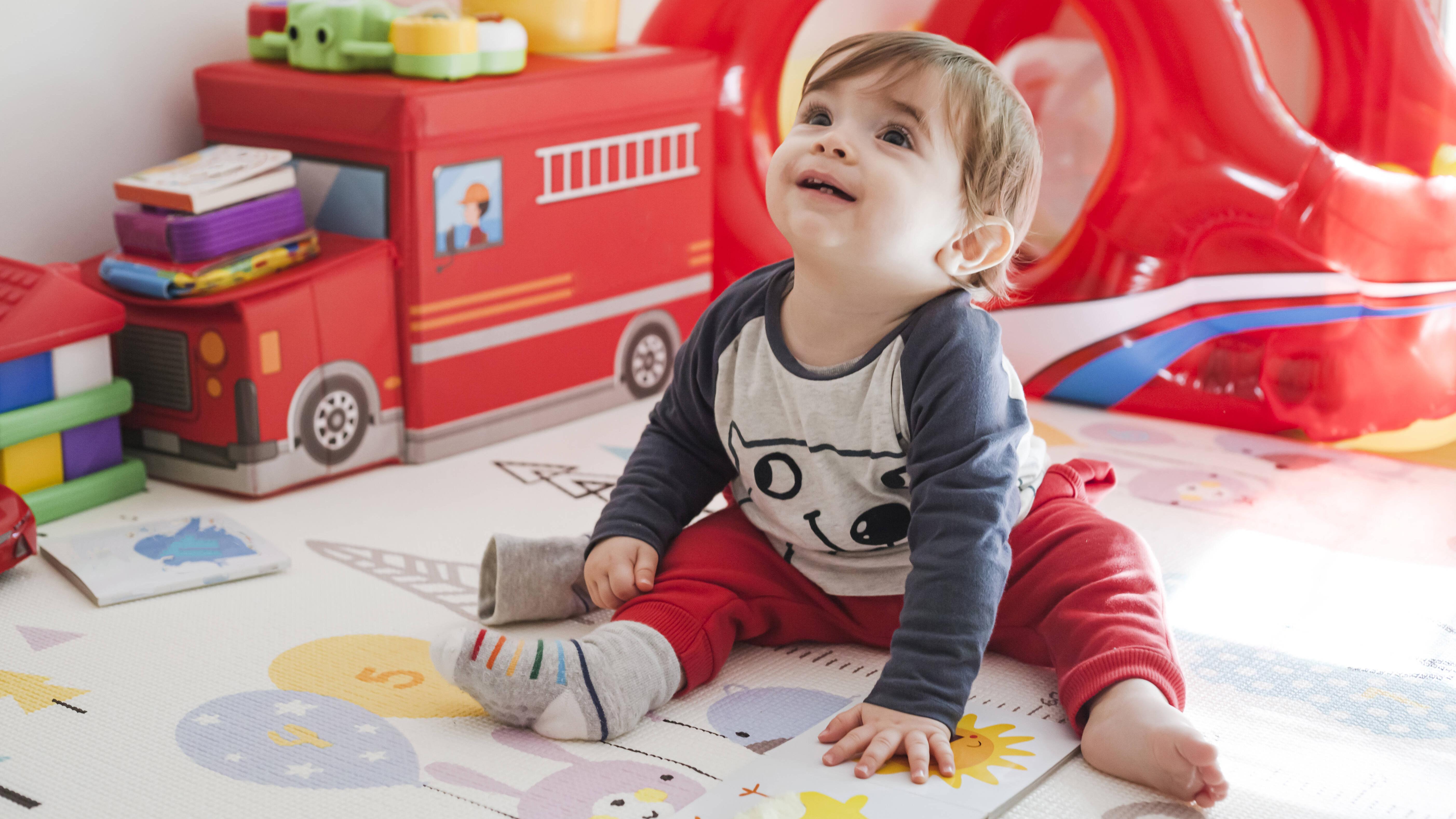 Baby: Warum zu frühes Sitzen schädlich ist