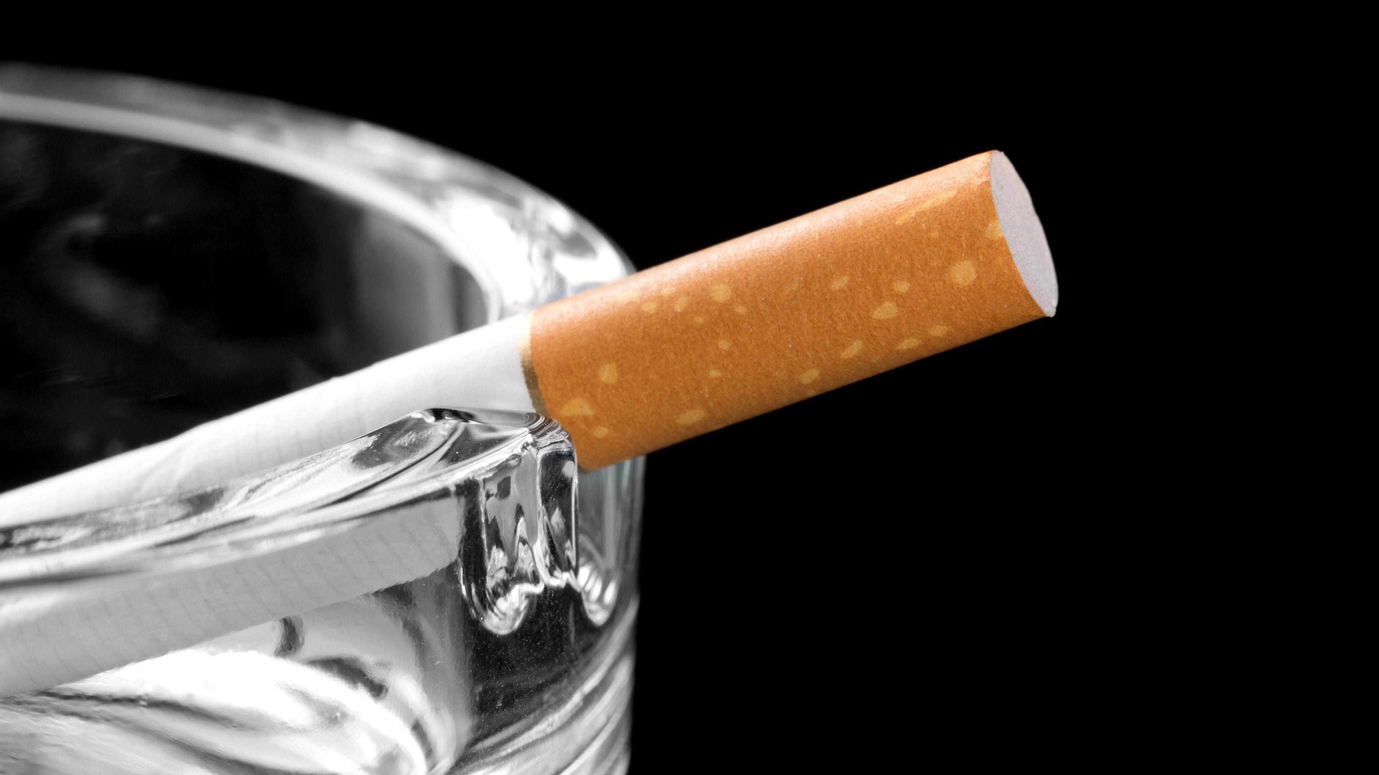 Nikotinfinger säubern: Die besten Tipps gegen die Verfärbungen