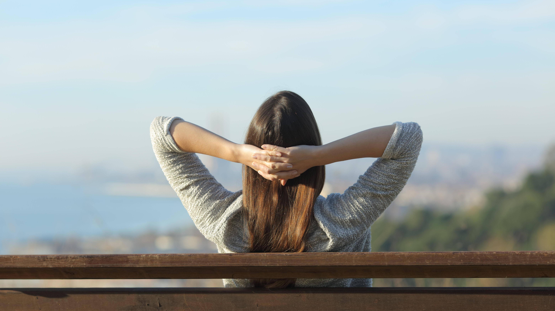 Mithilfe verschiedener Atemtechniken zum Einschlafen verringern Sie nebenbei Ihr Stressgefühl und verbessern Ihre Konzentration.