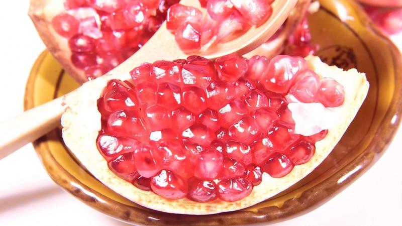 Granatapfelkerne gelten als Symbol für Fruchtbarkeit und wirken im Essen stimmungsanregend.