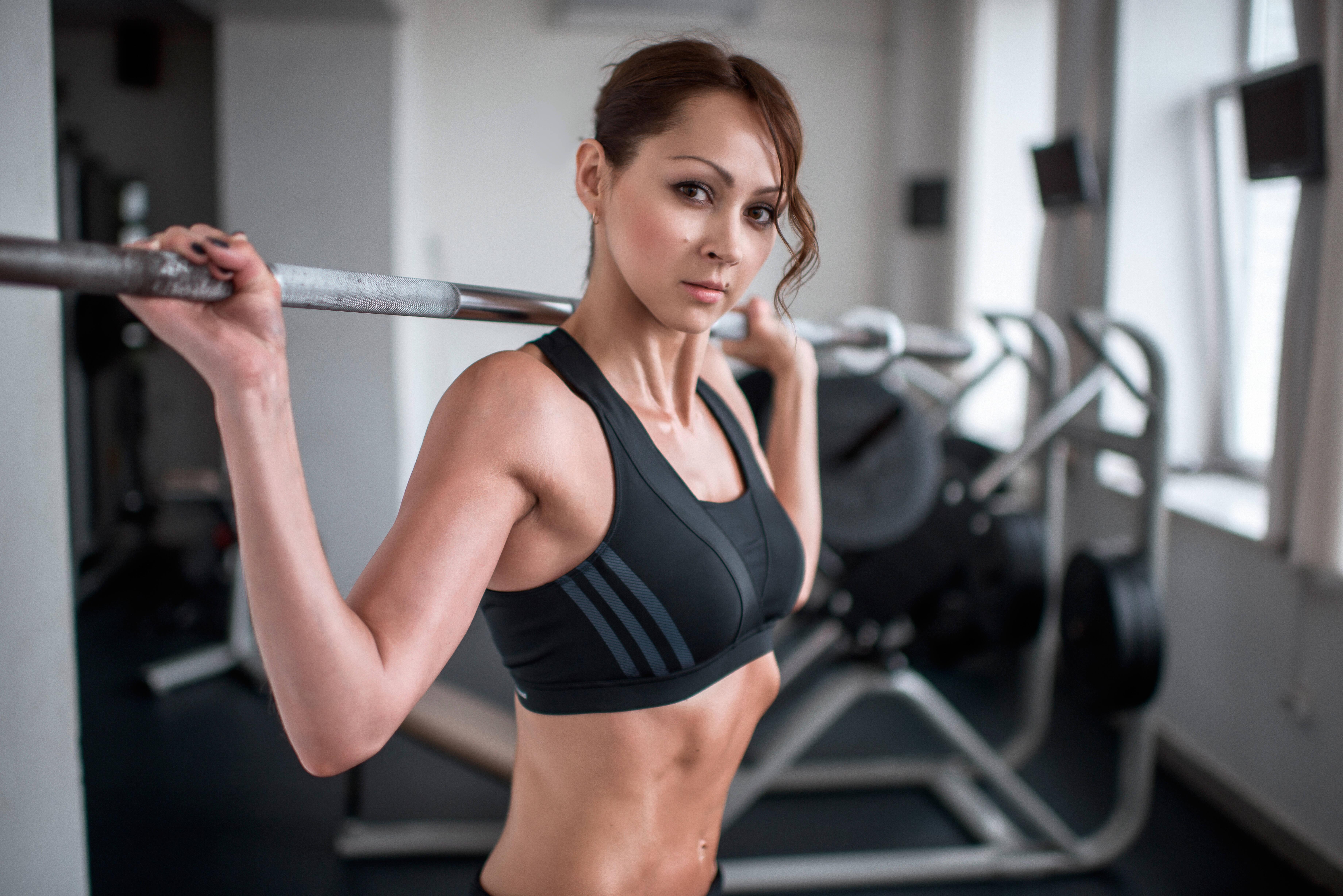 Mit der richtigen Mischung aus Wiederholungen, Gewicht und Erschöpfungsdauer haben Sie Erfolg beim Muskelaufbau.