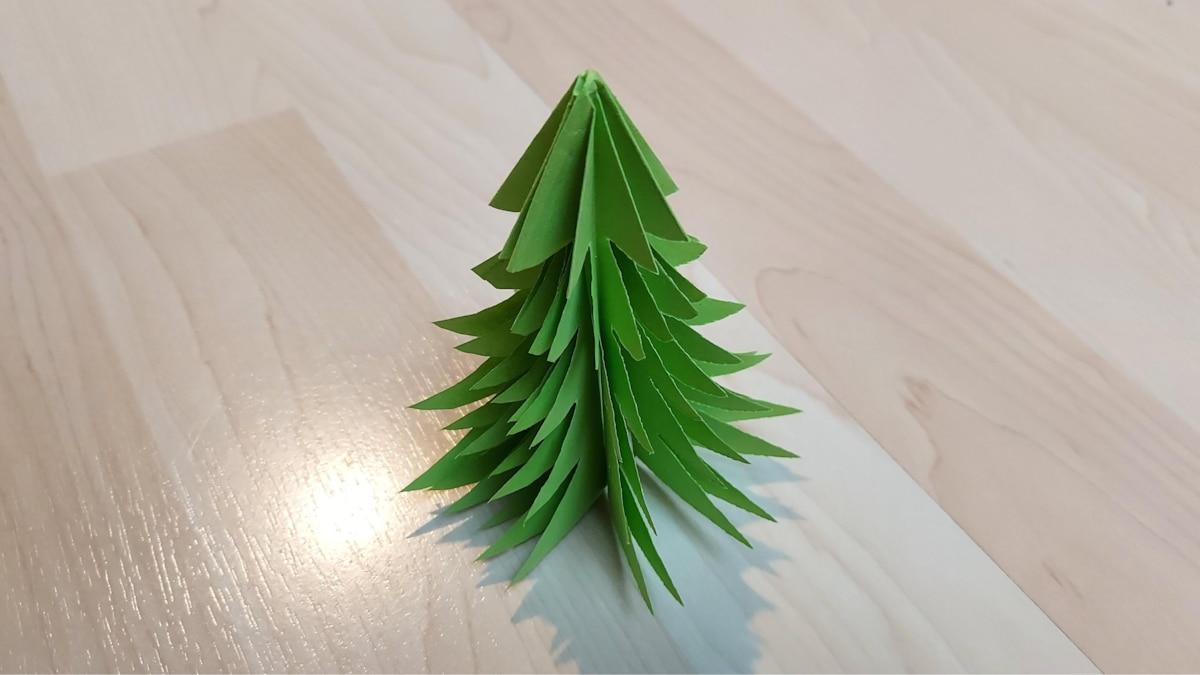 8. Zum Schluss ziehen Sie den Baum vorsichtig auseinander und rücken ihn zurecht.