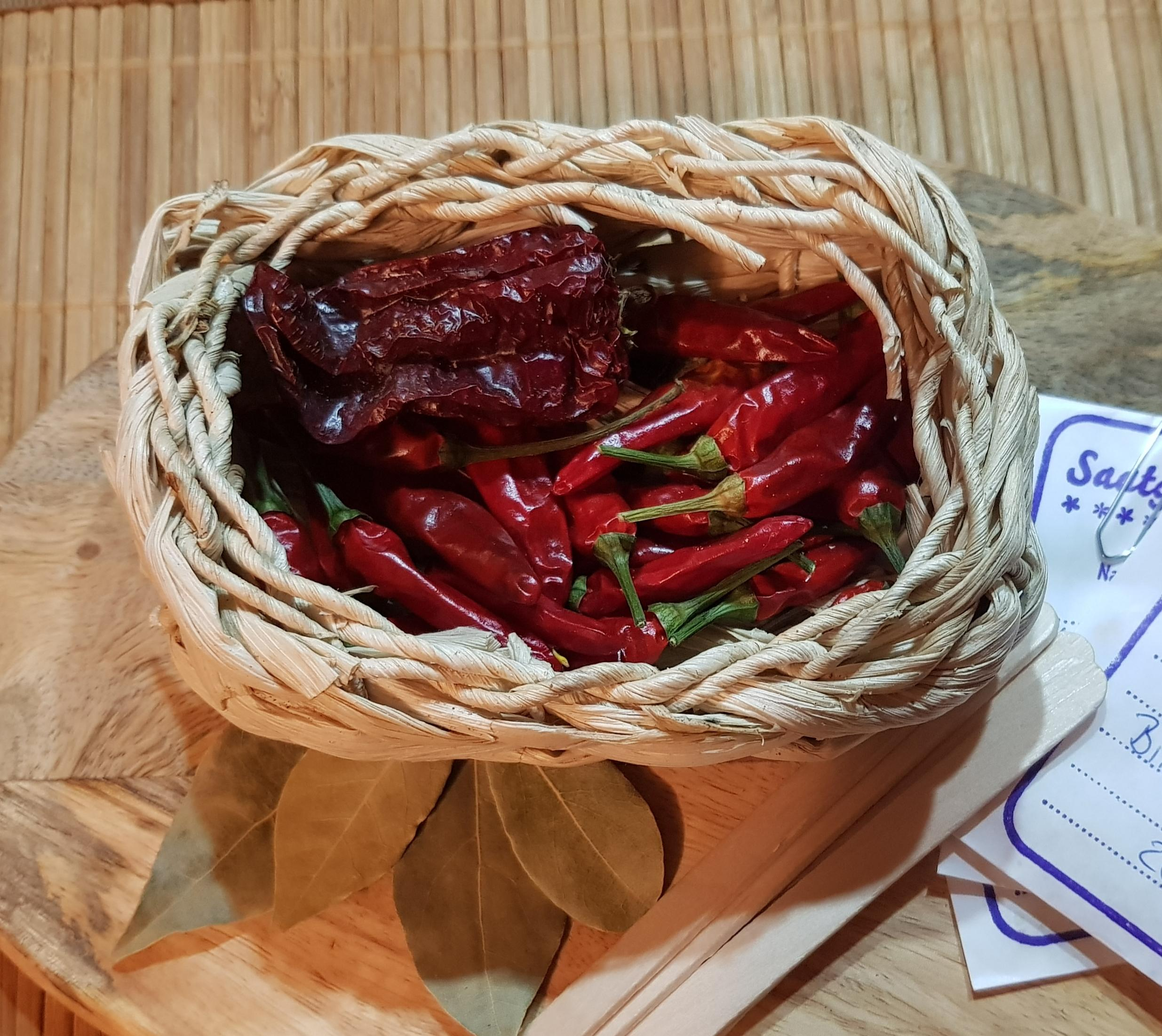 Peperoni und Chilis lassen sich leicht trocknen und haltbar machen.