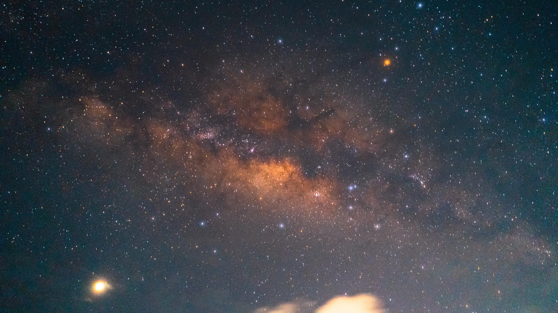Sonne, Monde, Sterne: Im Weltall lassen sich zahlreiche Himmelskörper finden.