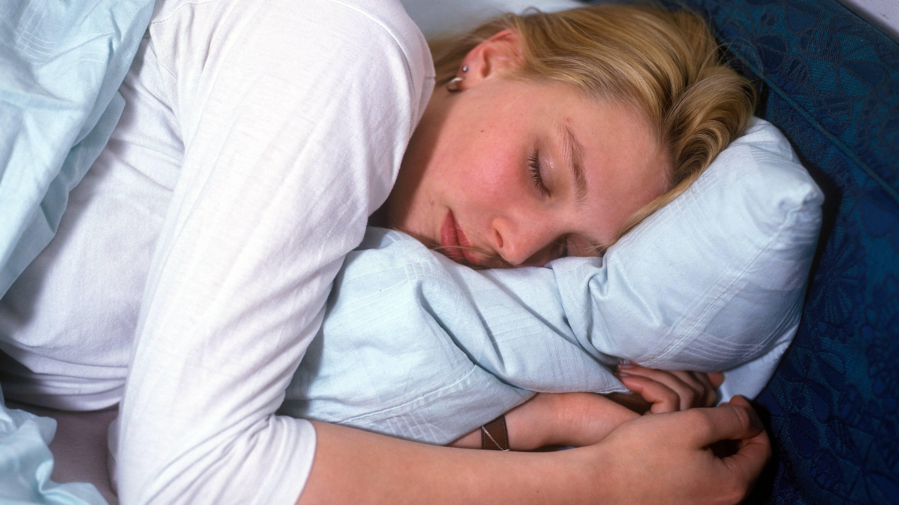 Schlafentzug hat extreme gesundheitliche Folgen - achten Sie daher auf ausreichend Schlaf.