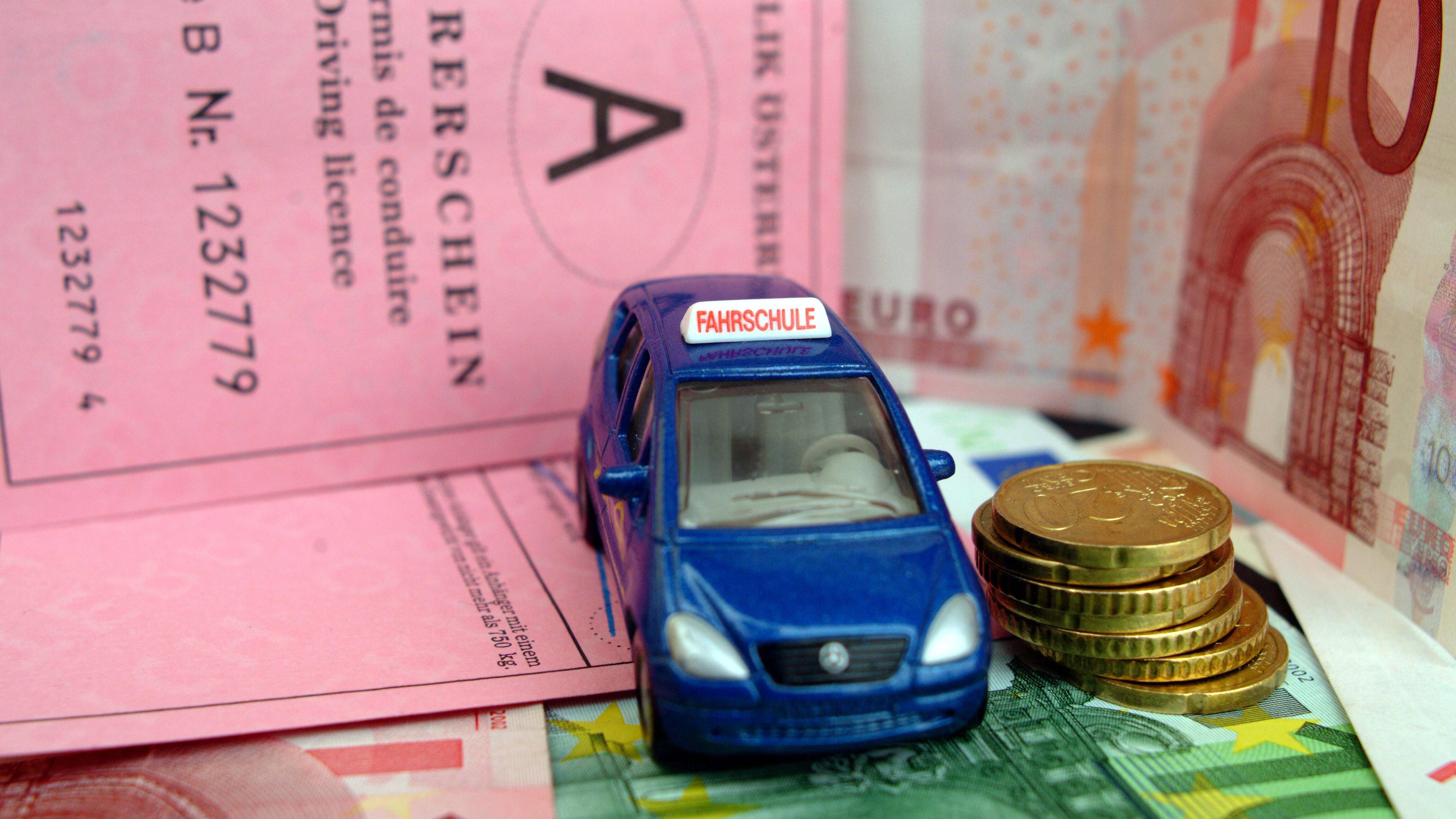 Für den Führerschein mit 17 sind noch Kosten für das Eintragen der Begleitpersonen aufzubringen.