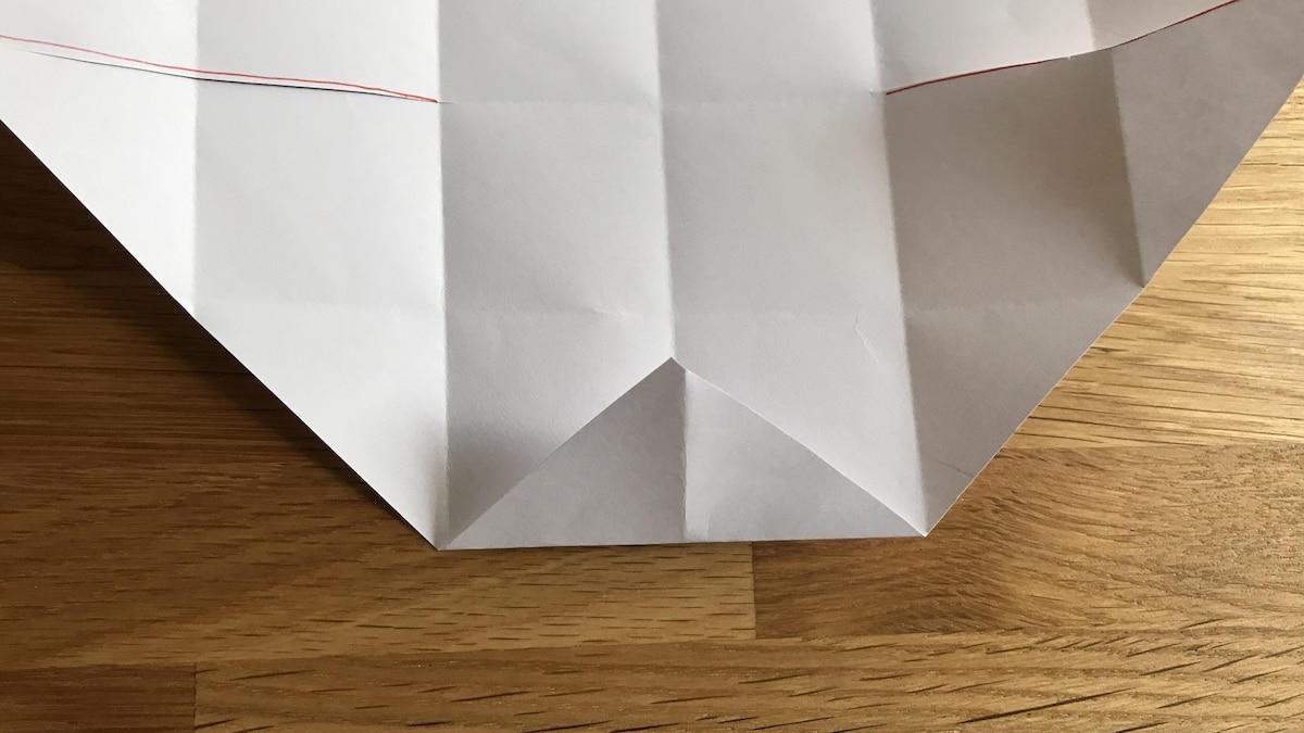 Die Seitenwände Ihrer Schachtel werden Kästchen für Kästchen gefaltet.