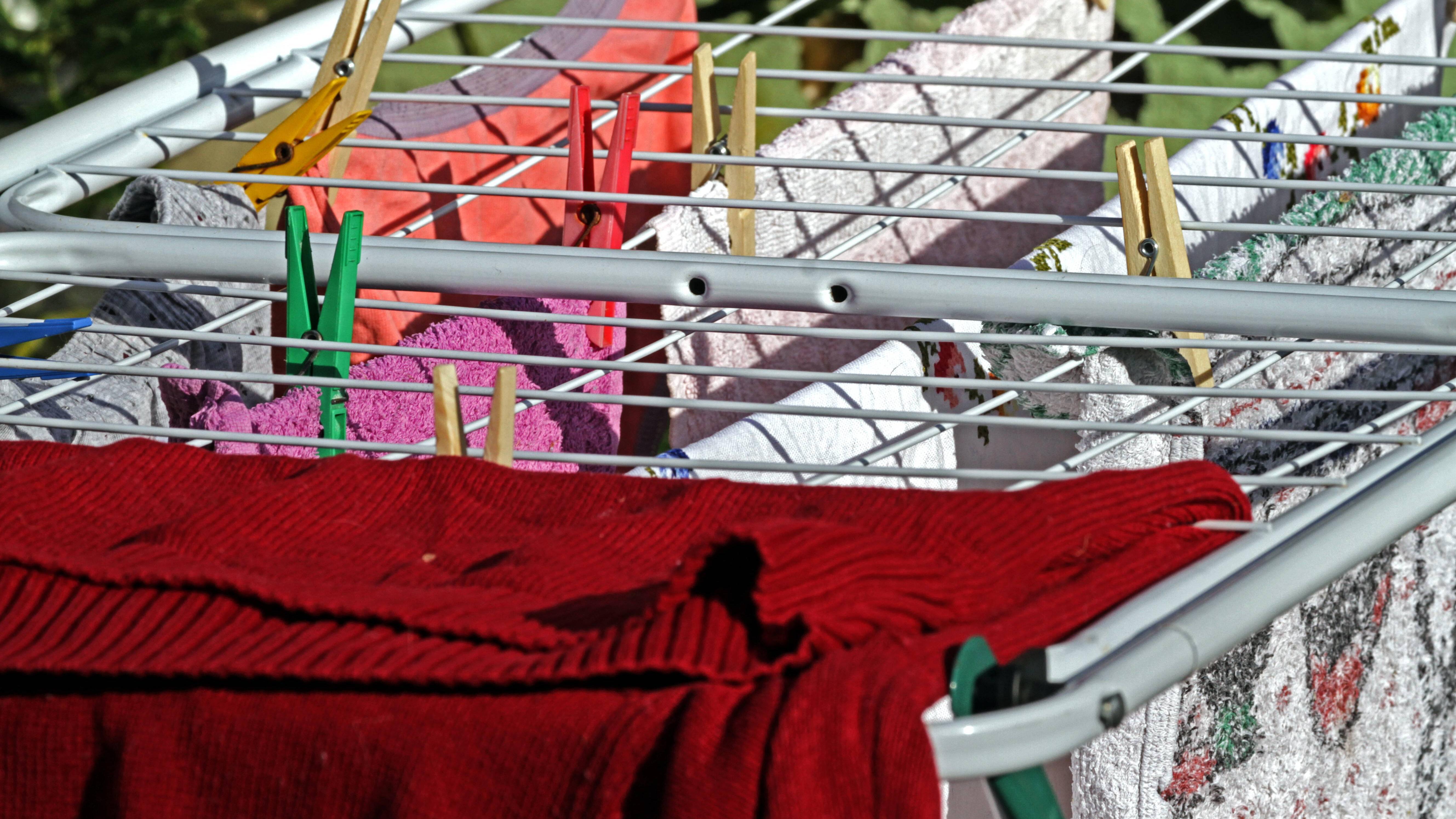Wäsche draußen trocknen: Die besten Tipps für den Sommer