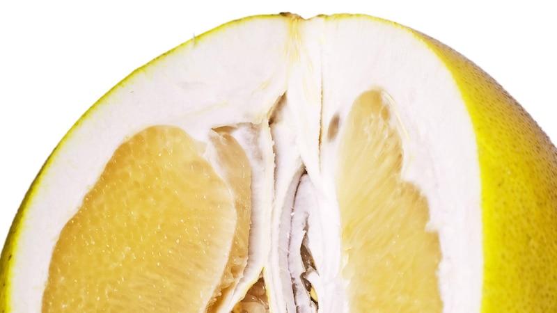 Pomelo essen: So schneiden Sie die Frucht für den Verzehr