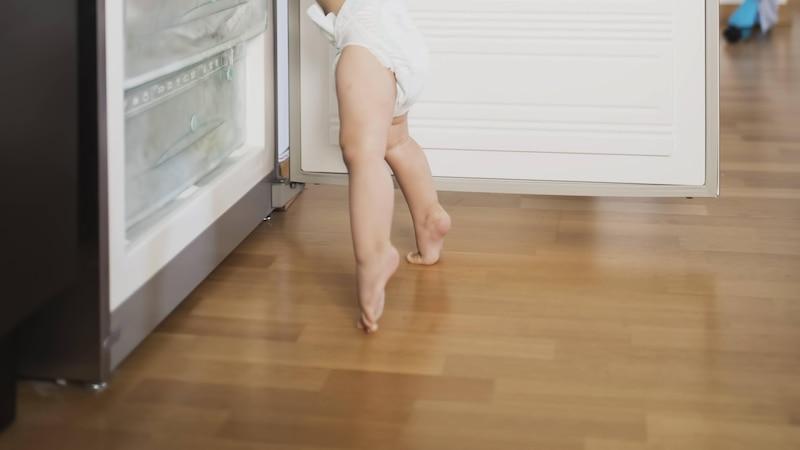 Läuft Ihr Kind zu lange auf Zehenspitzen, sollte der Arzt aufgesucht werden.