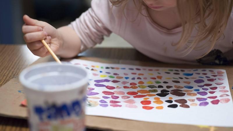 Kind malt nicht altersgerecht - Gründe und was Sie tun können