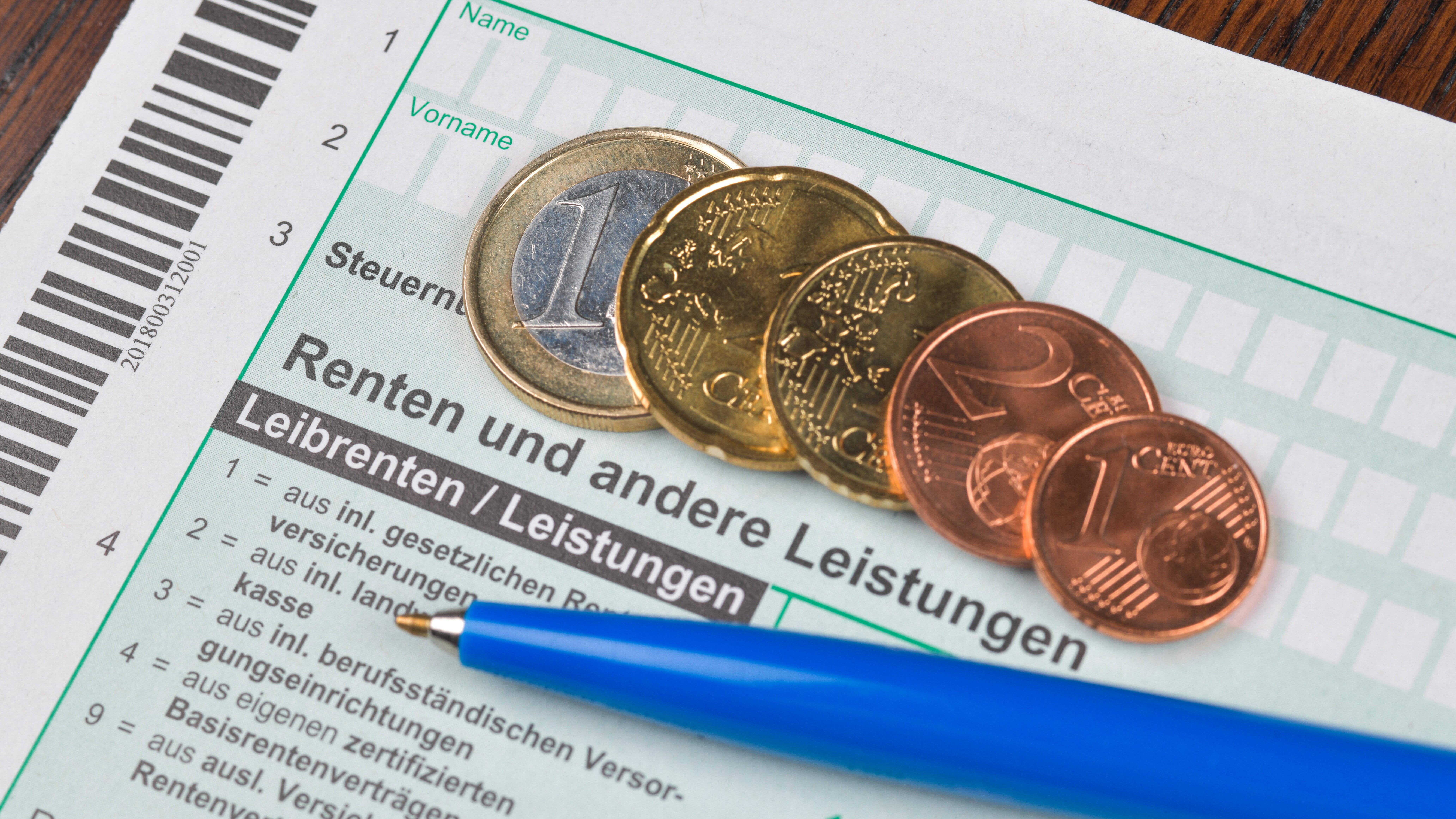 """Steuererklärung für Rentner: Seit 2005 existiert die so genannte """"nachgelagerte Besteuerung""""."""