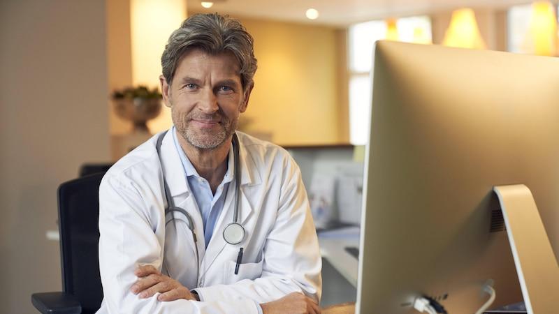 Den elektronischen Heilberufsausweis müssen verschiedene Berufsgruppen beantragen.