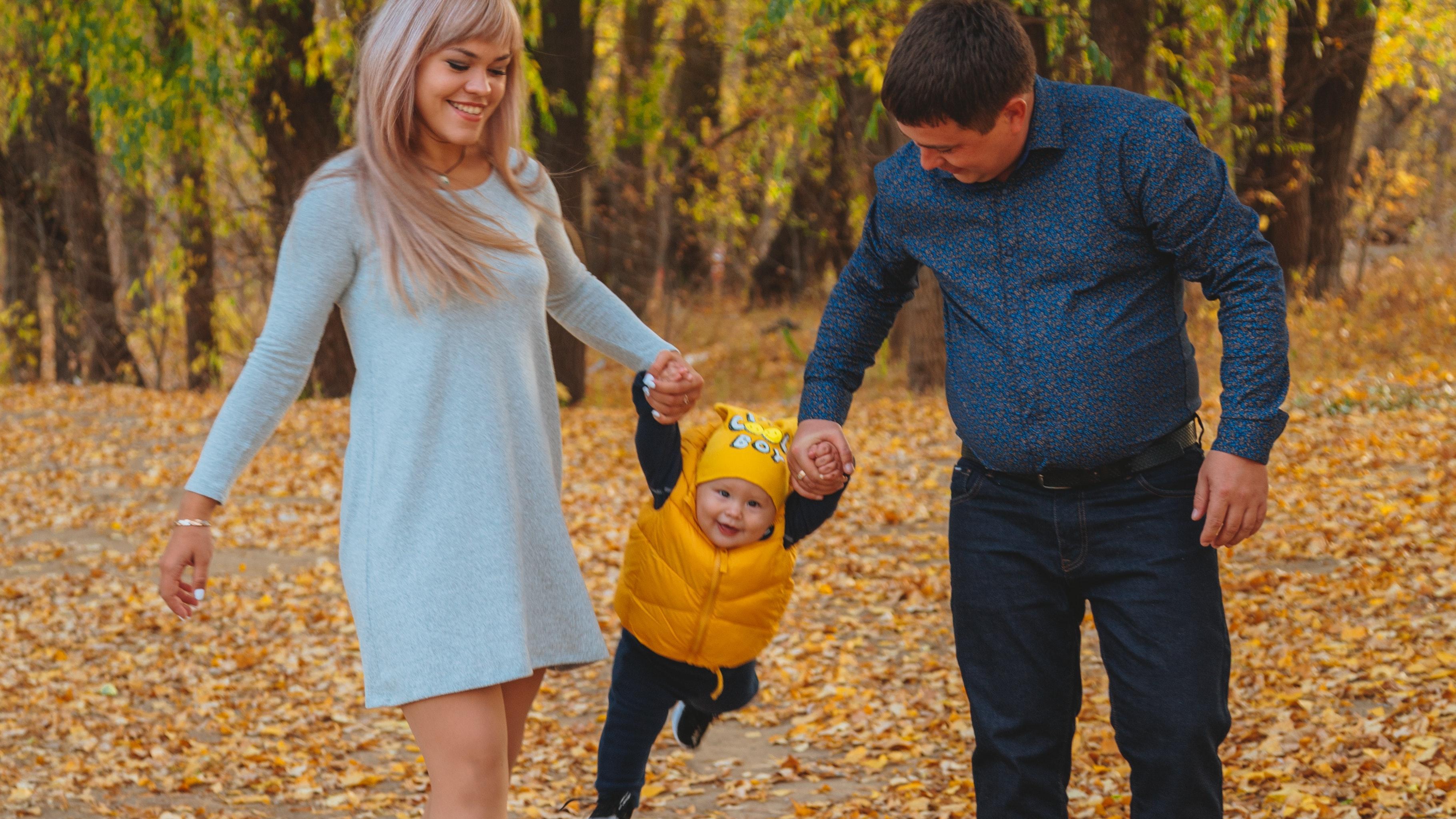 Fremdeln ist normal und spricht für eine starke Bindung zwischen Ihnen und Ihrem Kind.