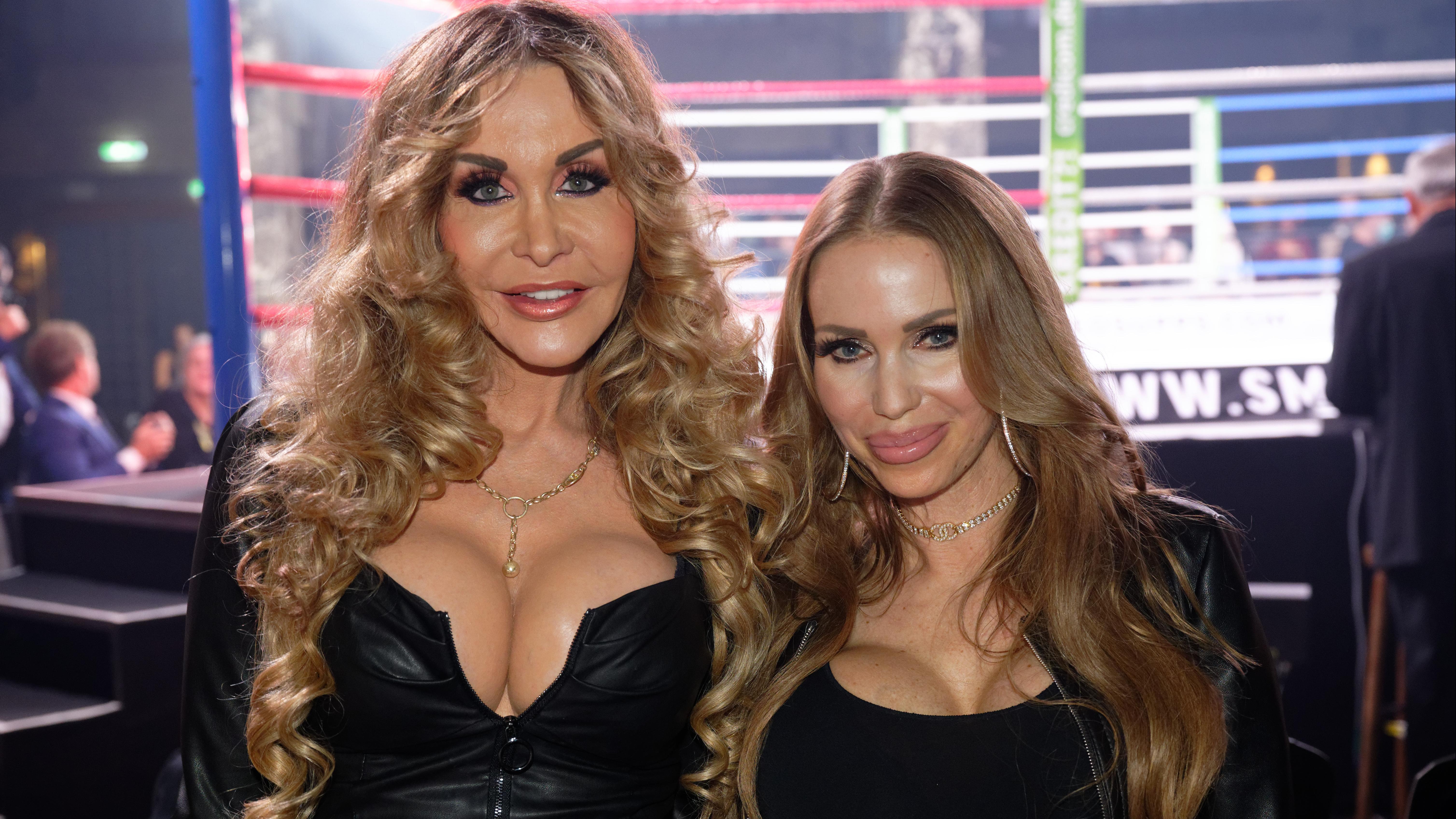 Ex-Pornodarstellerinnen: Dolly Buster (l.) mit Annina Semmelhaack bei einem Box-Event am 18. September 2020 in Köln