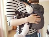 """Ausgeglichenes Ergebnis: Fünf von elf Babytragen wurden mit der Wertung """"gut"""" ausgezeichnet, vier waren """"mangelhaft""""."""