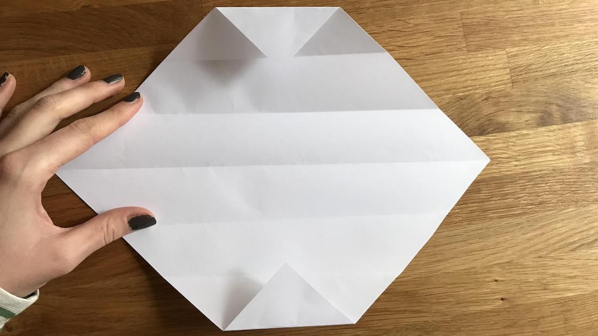 Je präziser Sie arbeiten, desto leichter gelingt am Ende das Zusammenfalten der Schachtel.