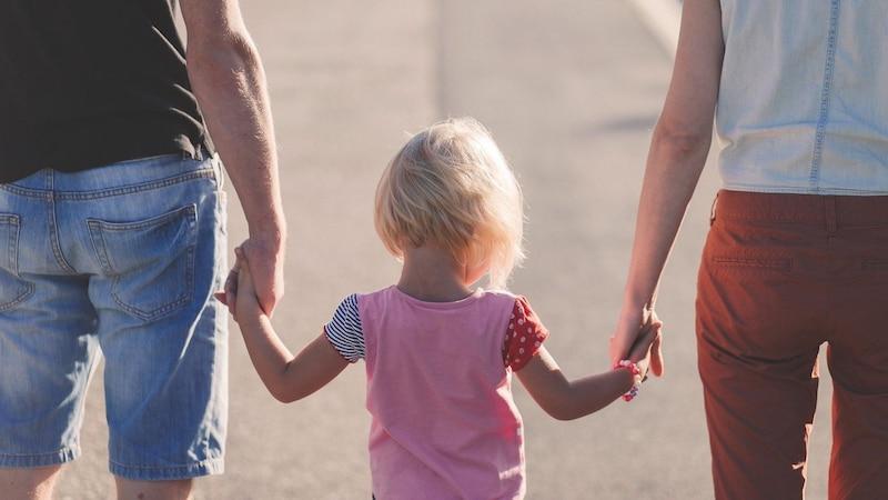 Stiefkinder adoptieren - bestimmte Voraussetzungen müssen erfüllt sein