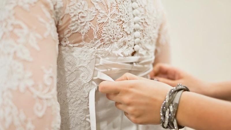 Ein Korsett tragen viele Frauen bei Ihrer Hochzeit.