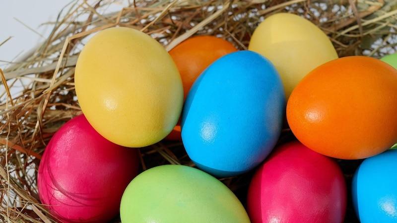 Ostern zählt zu den arbeitnehmerfreundlichen Feiertagen. Denn mit Karfreitag und Ostermontag gibt es bereits ein langes Wochenende, das sich mit einem weiteren Urlaubstag auf fünf freie Tage am Stück verlängern lässt.