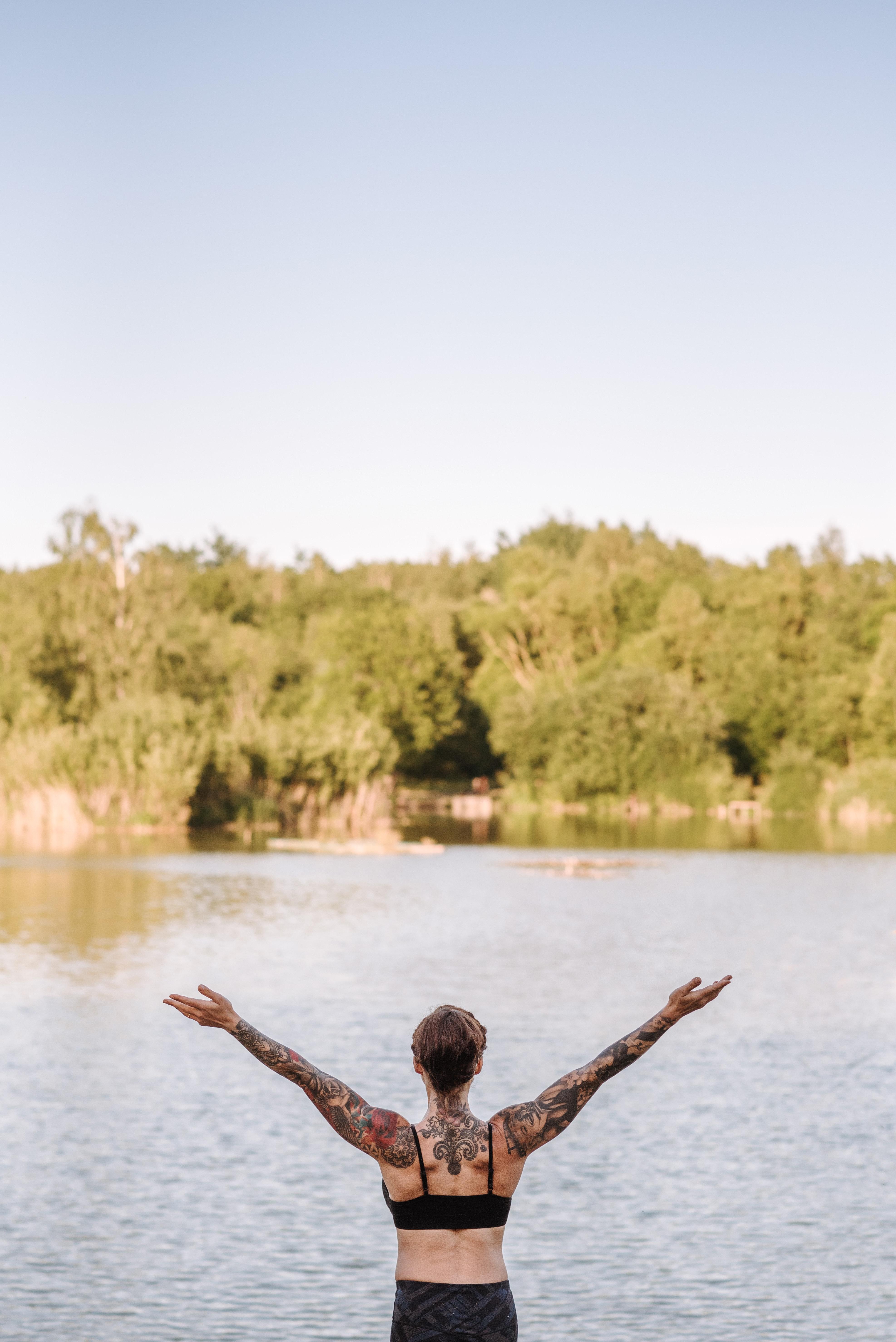 Eine selbstbewusste, aufrechte Körperhaltung senkt Ihre Aufregung.