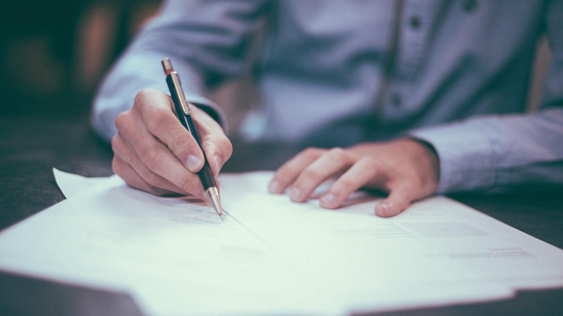 Einen Brief für andere zu unterschreiben dürfen Sie nicht ohne Absprache.
