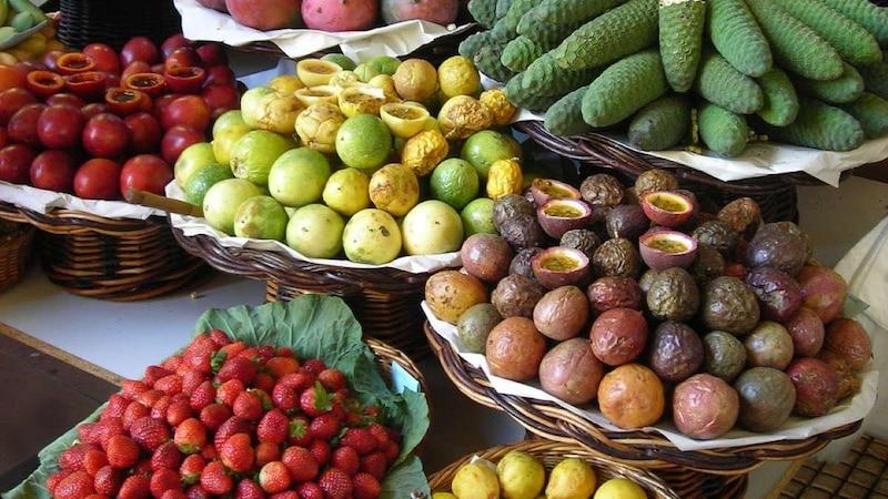Maracuja zu essen, ist gesund und lecker.