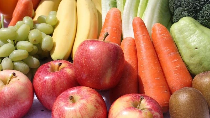 Obst und Gemüse gehören zu den wichtigsten Lebensmitteln beim Clean Eating.