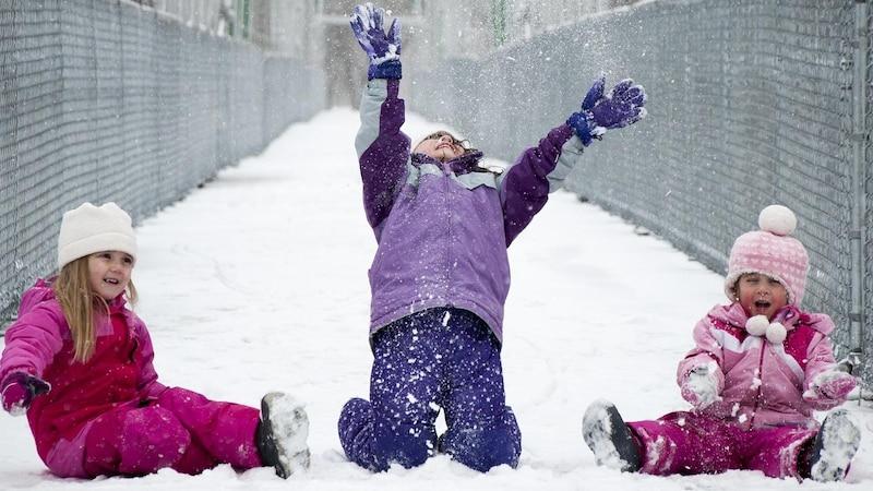 Kindergeburtstag im Winter feiern: Bewegungsspiele für draußen