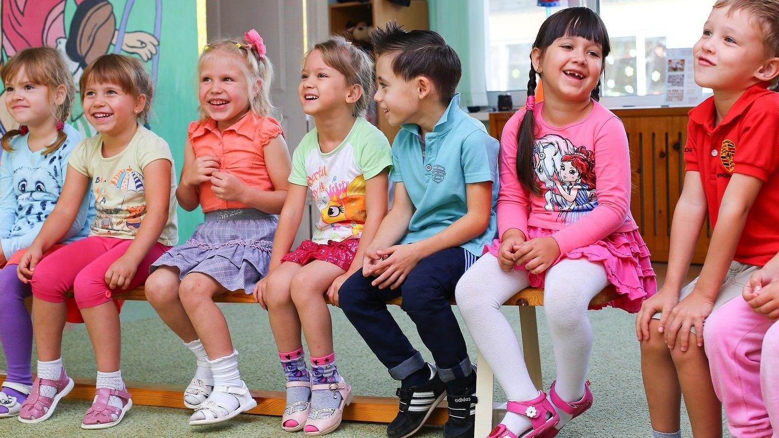 Spielzeugfreier Kindergarten: Das steckt hinter dem Konzept