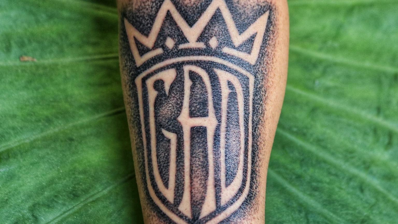 Dotwork eignet sich für Handpoked Tattoos.