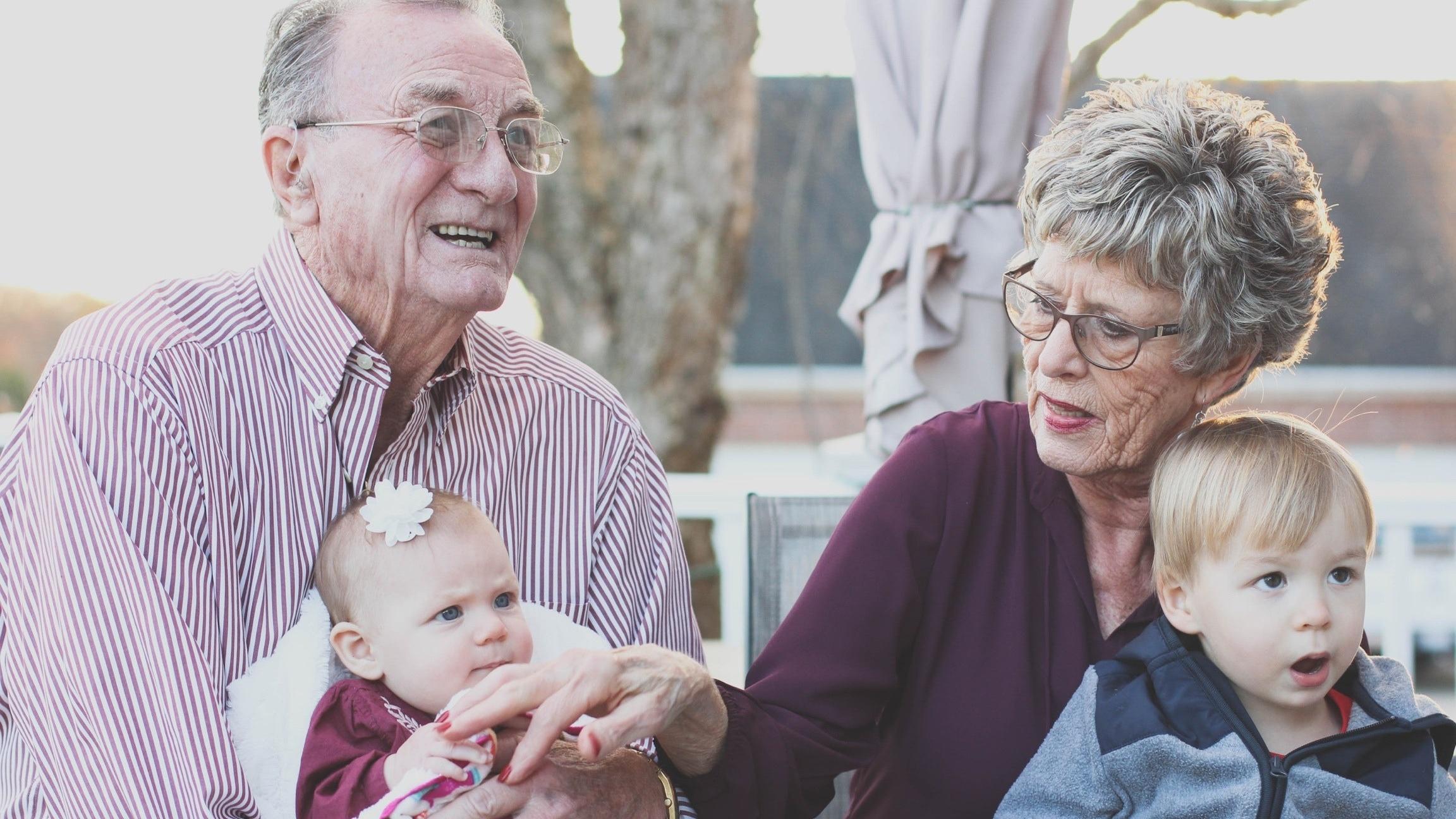 Wir erklären Ihnen, was für eine Großeltern-Enkel-Beziehung wichtig ist.