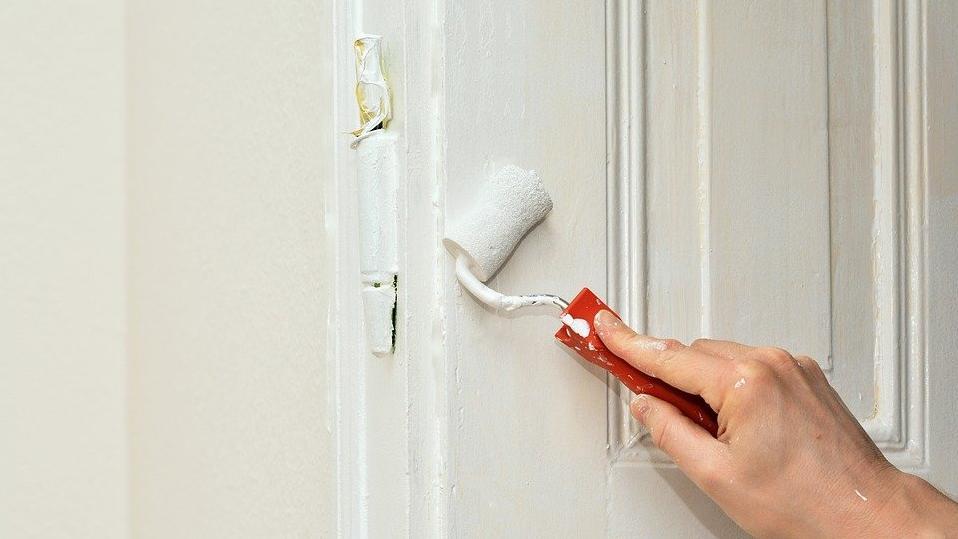 Wenn Sie Ihre Türen lackieren lassen wollen lohnt es sich die Kosten zu vergleichen.