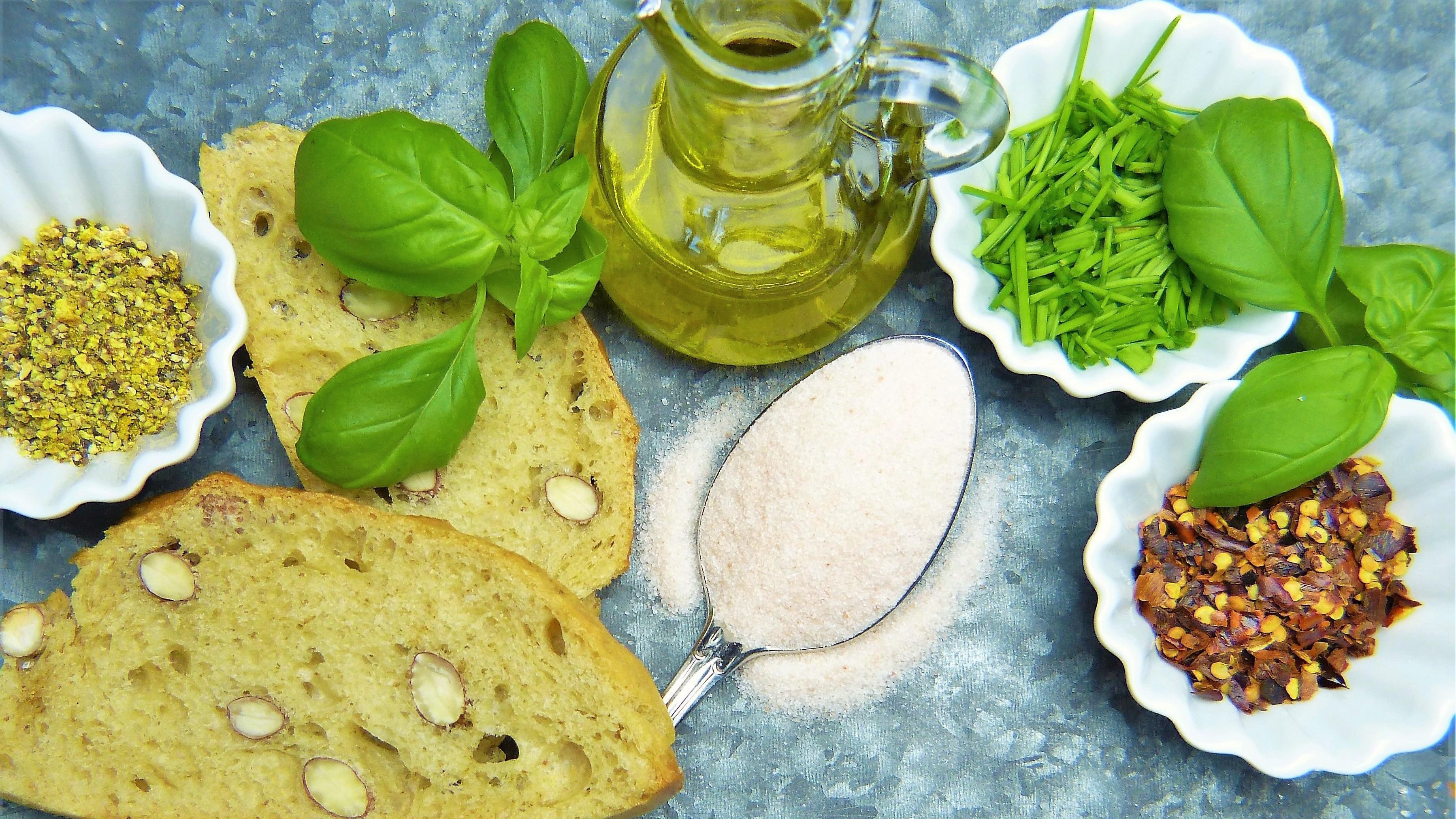 Positiver Einfluss auf den Blutdruck: Salz reduzieren, stattdessen Gewürze verwenden.