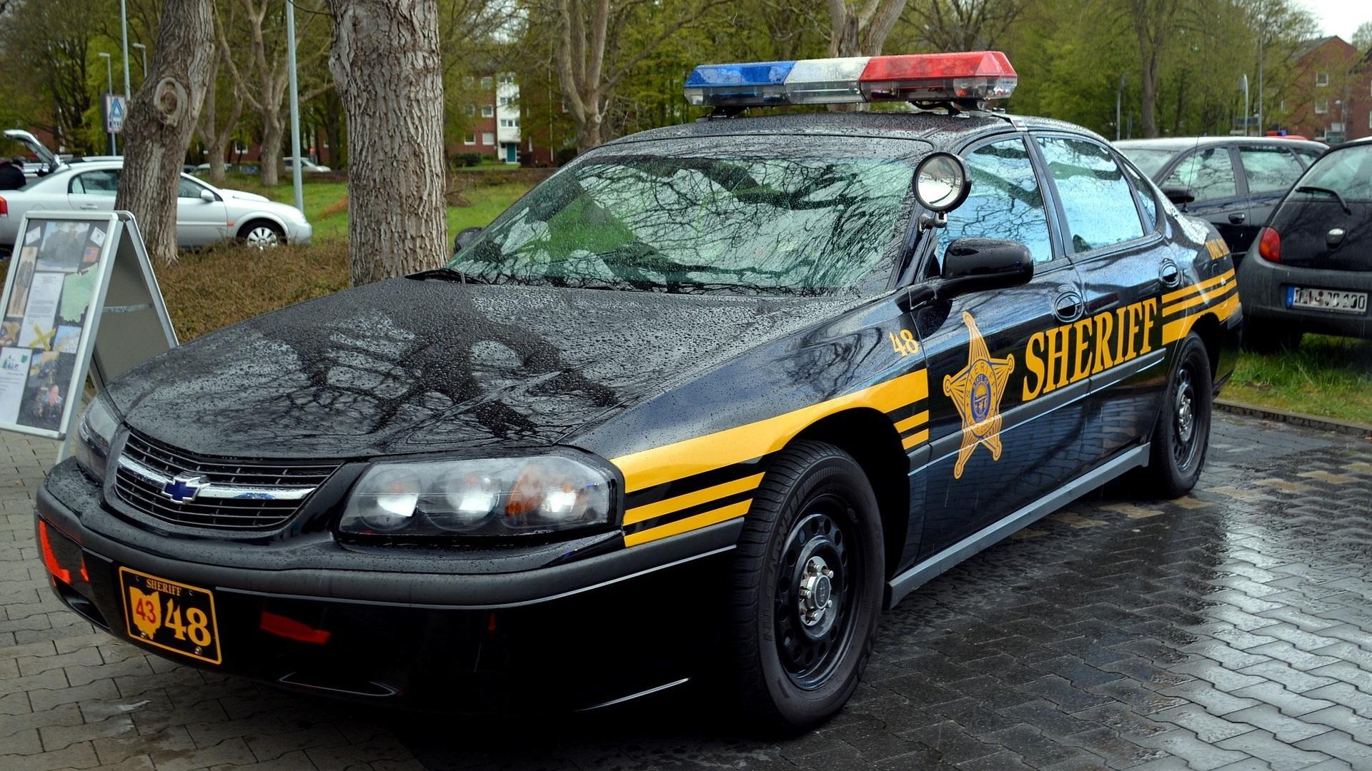 Marshall und Sheriff haben unterschiedliche Aufgaben. Ein Sheriff verfügt in der Regel über einen passenden Einsatzwagen, um innerhalb des countys wirken zu können.
