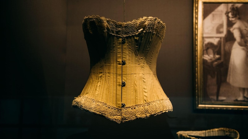 Ein Korsett kann auch zum Abnehmen getragen werden und nicht nur aus modischen Gründen.