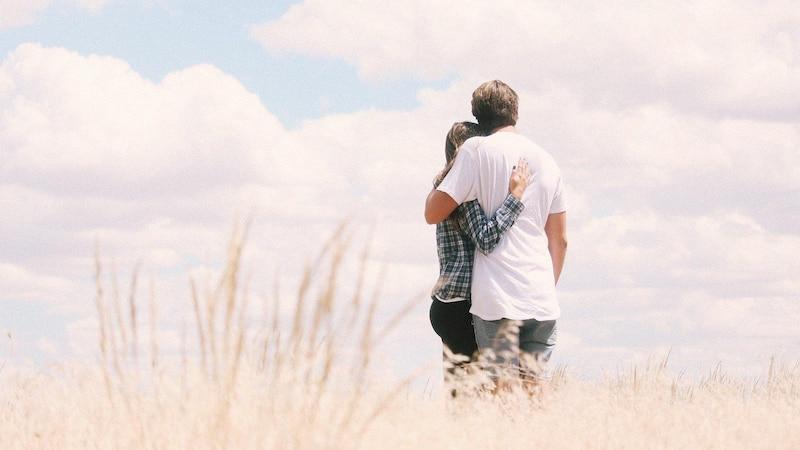 Eine Beziehung ohne Sexualität von Anfang an kann funktionieren, wenn beide Partner einverstanden sind und offen darüber kommunizieren.