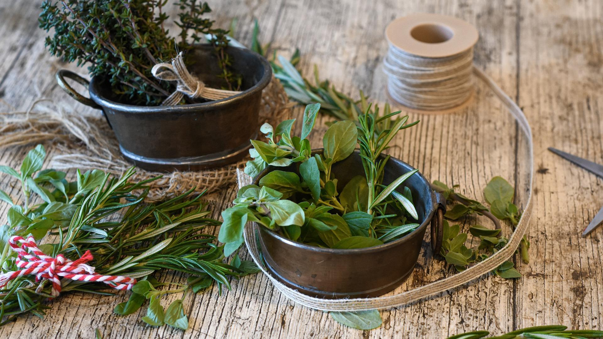 Tischdeko mit Kräutern - 3 tolle Ideen