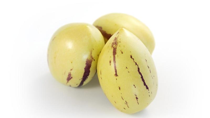 Bevor Sie die Melonenbirne essen, sollten Sie die Schale und die Kerne entfernen.