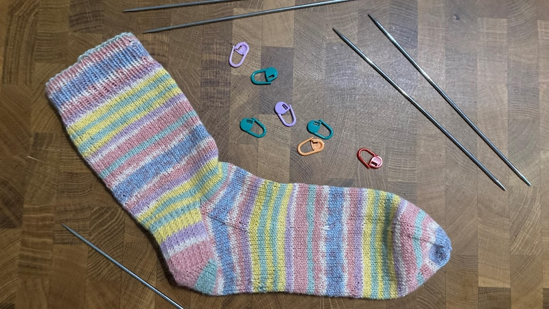 Socken stricken: Mit dieser Anleitung gelingt's