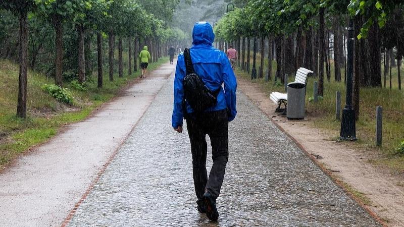 Damit Ihre Regenjacke funktionsfähig bleibt, sollten Sie diese von Zeit zu Zeit neu imprägnieren.