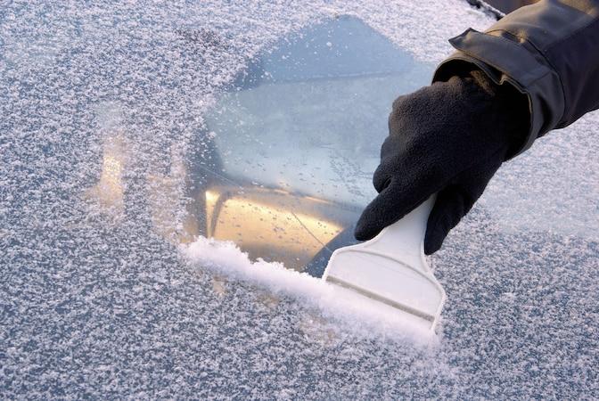 Auto im Winter warmlaufen lassen: Auswirkungen und Strafe