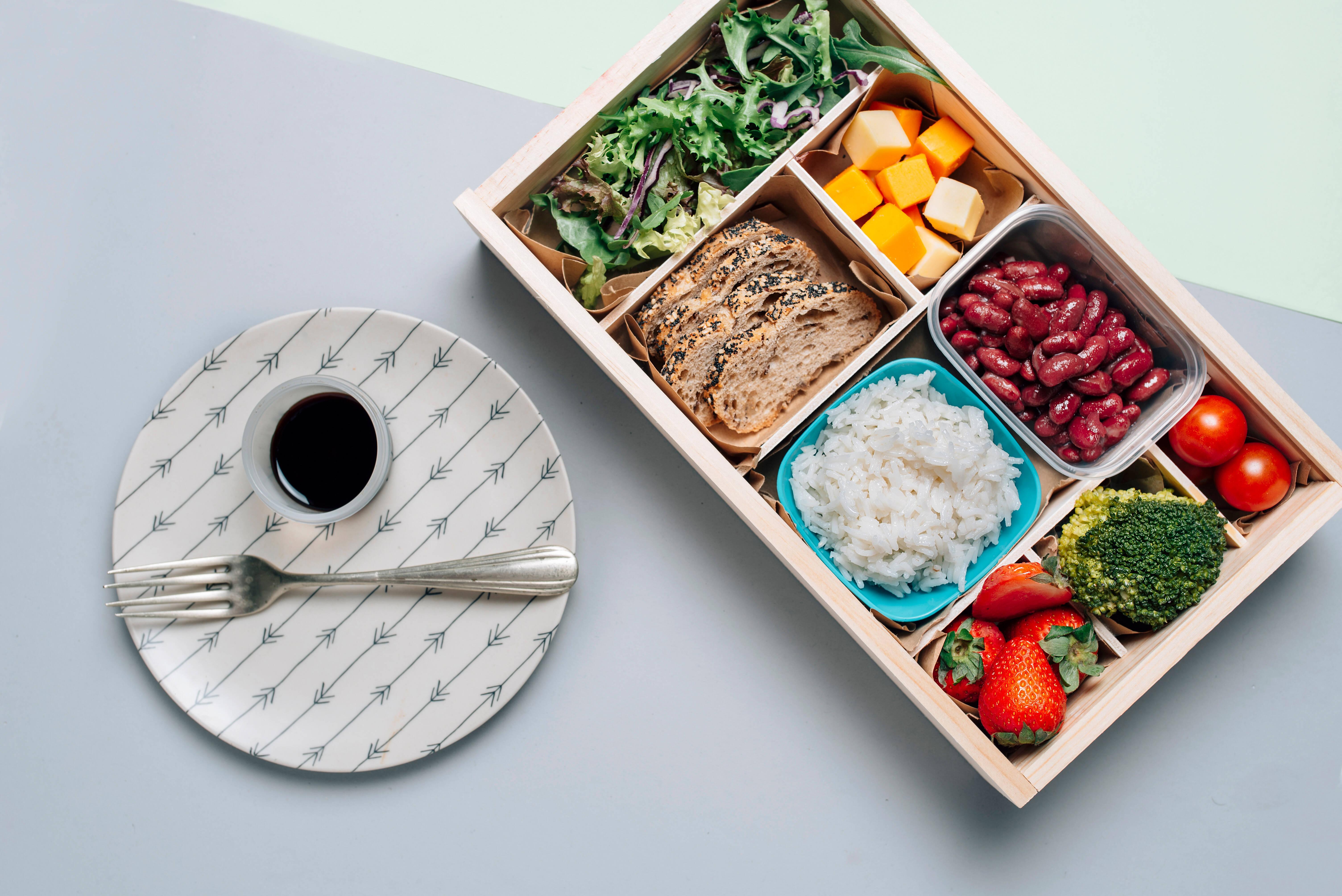 Möchten Sie Essen unterwegs warmhalten, nutzen Sie Lunchboxen, die Wärme speichern.