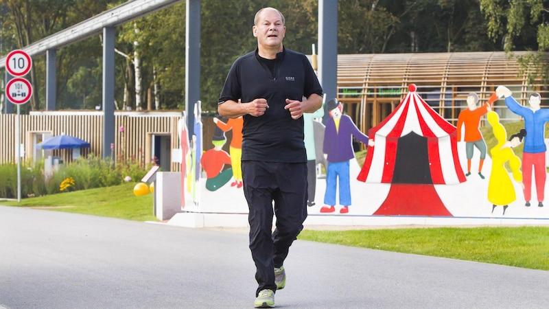 Sportlich: Olaf Scholz joggt durch Hamburg
