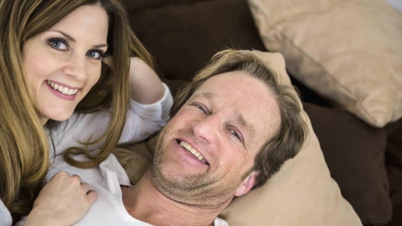 Kuscheln Männer nur, wenn sie verliebt sind? Das müssen Sie wissen
